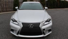 Авто седан LEXUS IS 250